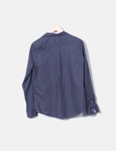 Camisa azul con motas