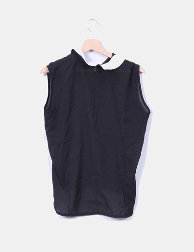 Blusa negra con solapas blancas