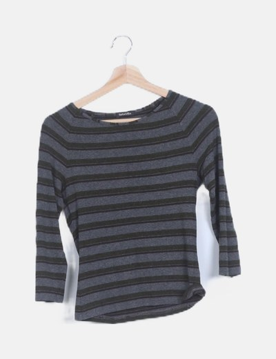 Camiseta gris de rayas