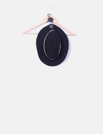 Gorro jaspeado negro detalle cadena Atmosphere