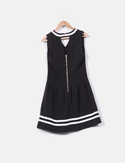 Vestido negro de rayas