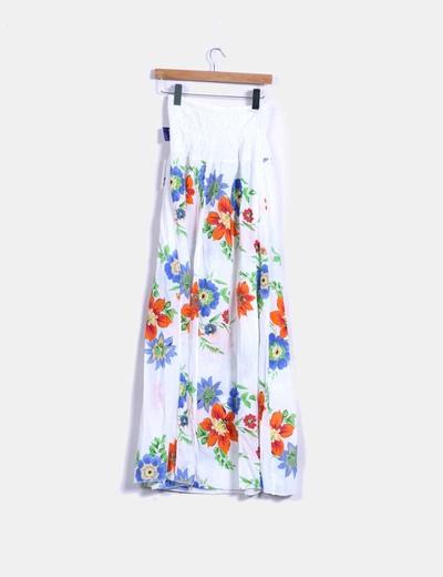 Vestido largo blanco con estampado floral