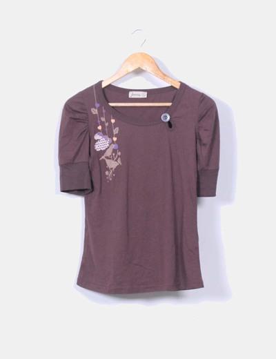 Camiseta marrón print hombros abullonados Stradivarius