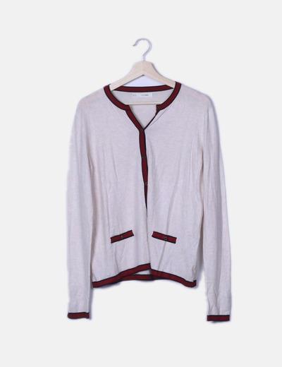 Cardigan tricot crudo detalle rojo