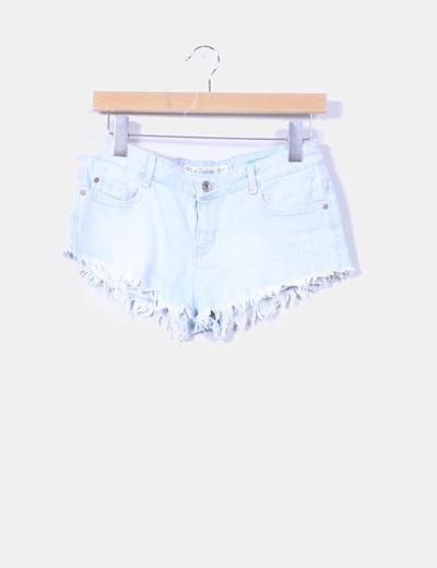 Shorts denim azul claro con flecos Zara