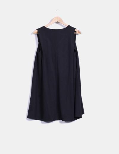 Vestido negro con caida cuello en pico