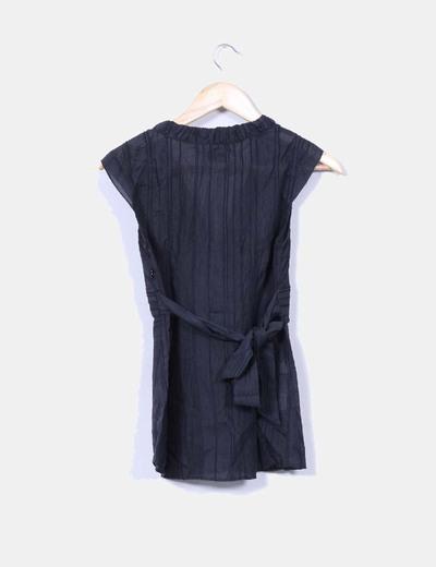 Blusa negra sin mangas texturizada