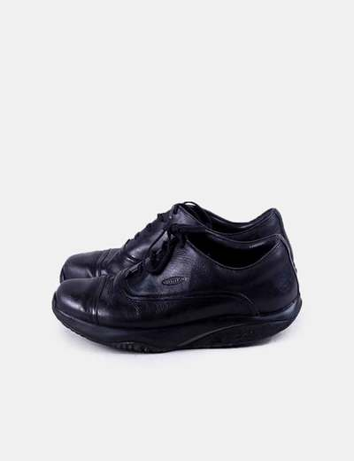 Sneaker negra con suela confort MBT