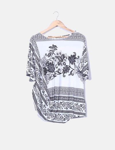 Blusa asimétrica con estampado cachemira