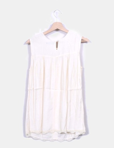 Blusa nude combinada con encaje