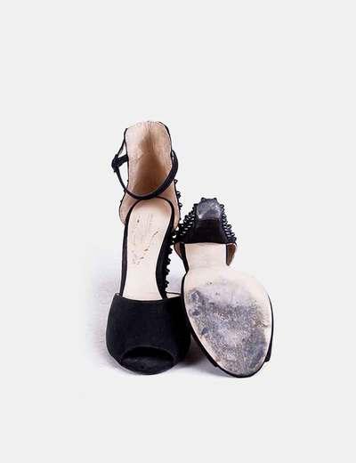Sandalia de tacon negra detalle tachas