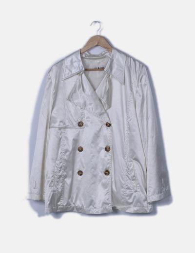 Gabardina blanco perla con cinturón