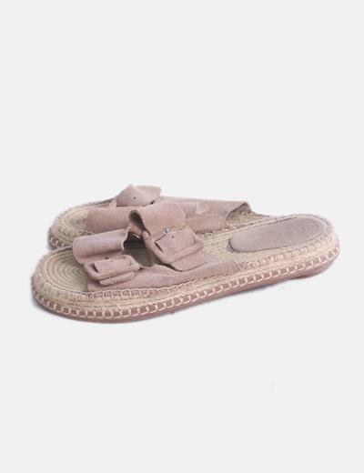 Sandalia ante beige hebillas