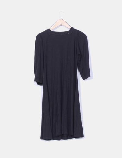 Vestido negro detalle brillos