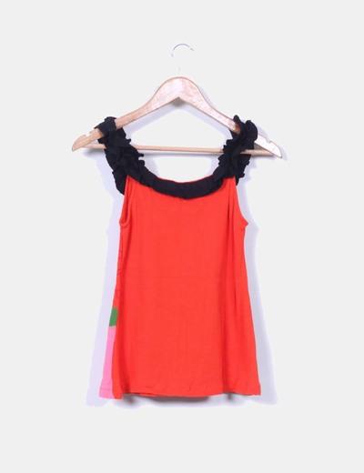 Camiseta roja y negra estampada