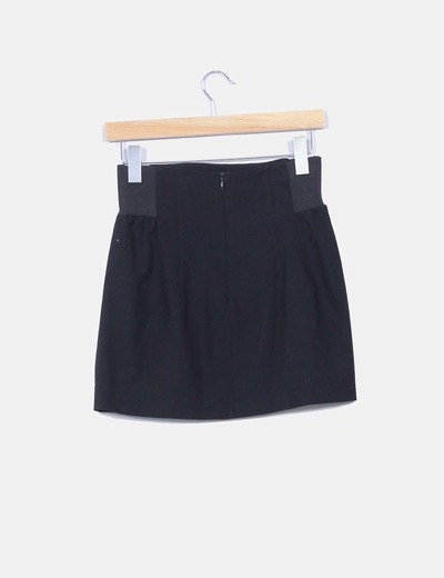 40ed69878 Mini falda negra con goma en cintura