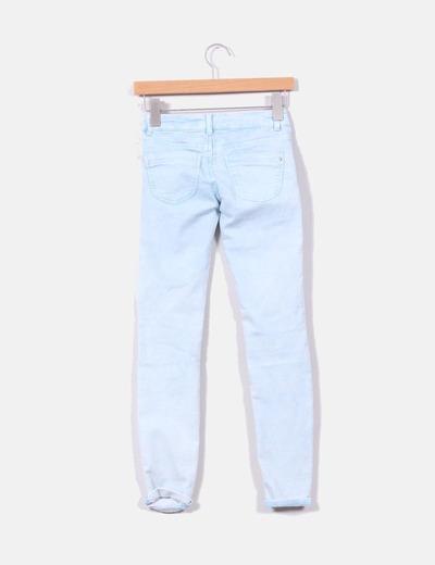 Pantalon pitillo azul claro destenido