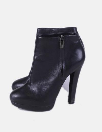Botines negros con cremallera Zara