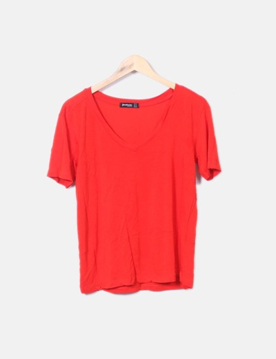 Rotes Shirt mit Spitzenausschnitt Stradivarius