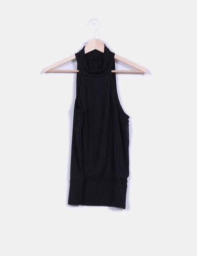 Blusa negra con tablas cuello halter NoName