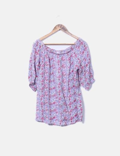 Blusa lila con estampado floral