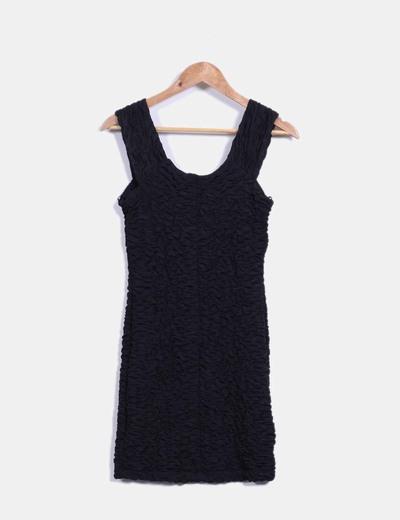 Vestido negro texturizado de tirantes