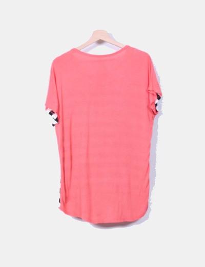 Camiseta coral con rayas