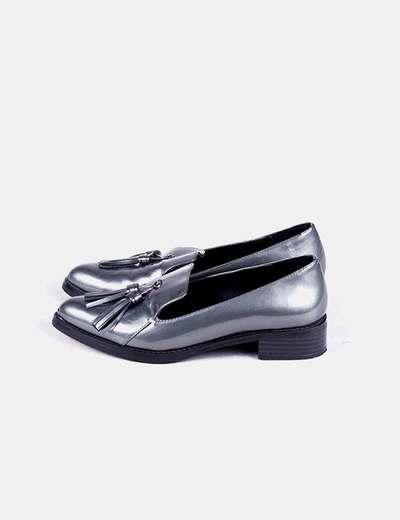 Zapato plateado con pompones Boutique