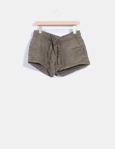 Short verde militar Zara