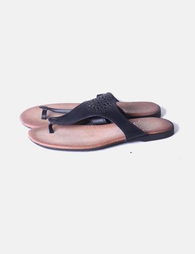 Sandalia negra troquelada Marypaz