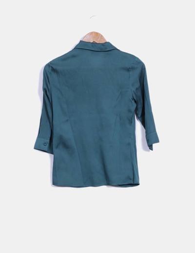 Blusa verde con chorreras