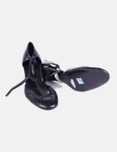 Sandalia negra con puntera redonda