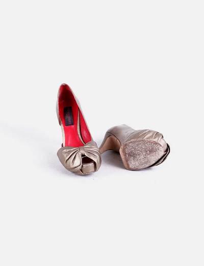 Zapato tacon dorado lazo