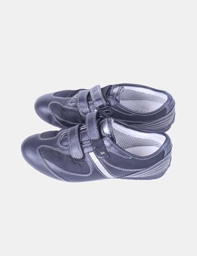 Zapatilla negra combinada Geox