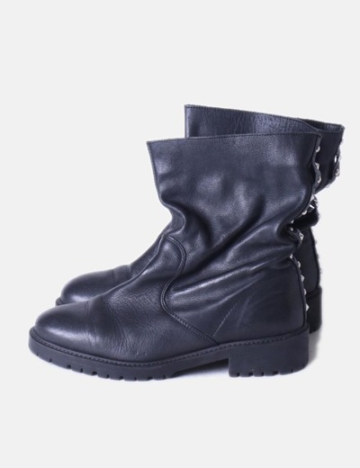 Bota negra detalle tachas  Zara