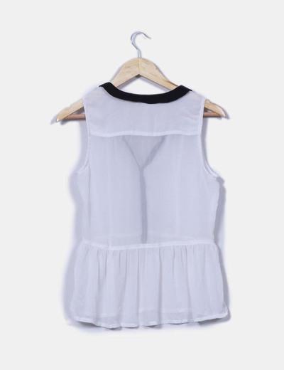 Blusa blanca semitransparente detalle negro