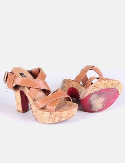 Sandalias de tiras de piel marrones