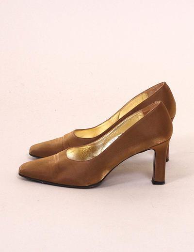 Zapato fiesta dorado Manolita