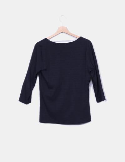 Camiseta negra de rayas