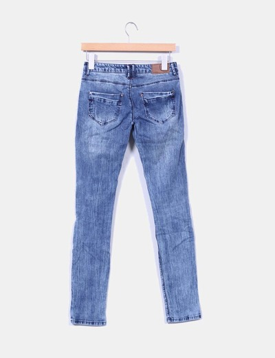 Pantalon denim efecto desgastado con rotos