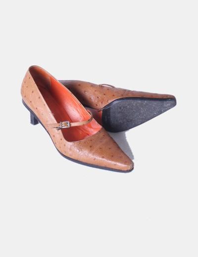 Zapato marron texturizado de tacon