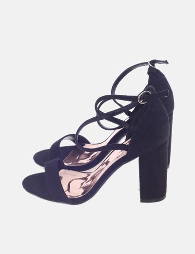 Sandalia de tacón negra