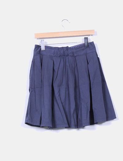 Falda midi azul marina con vuelo y abotonada