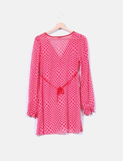 Camisola rosa con lunares rojos