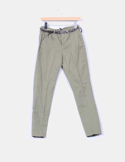 Pantalon khani chino ceinturé Bershka