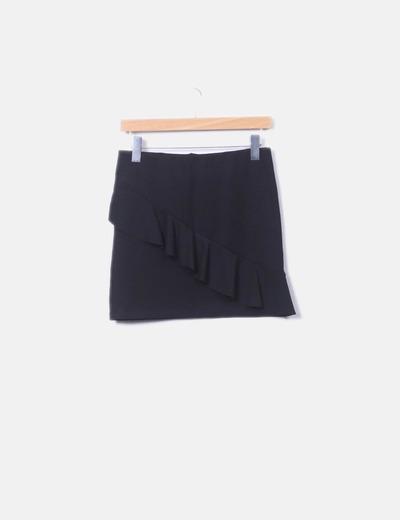 Falda negra ceñida con vuelo