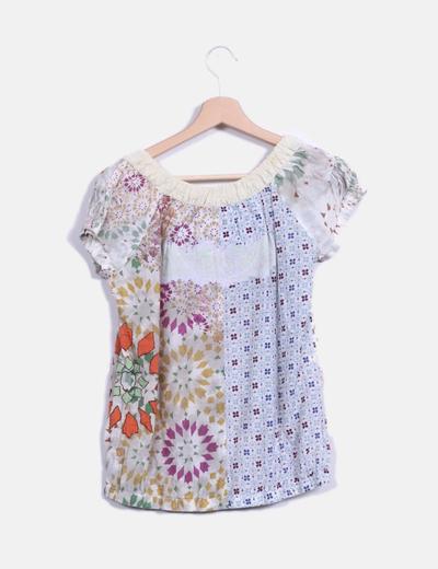 Blusa nude con estampado multicolor