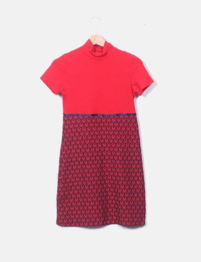 Vestido rojo bordado azul