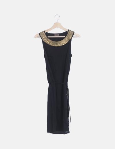 Vestido fluido negro cuello strass
