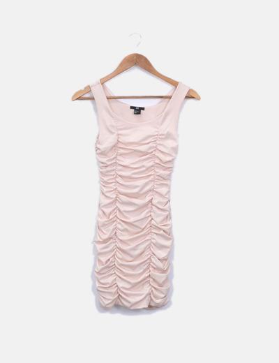 Vestido rosa engomado